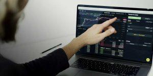 Inteligência de mercado: o que é e como aplicá-la à rotina de compras